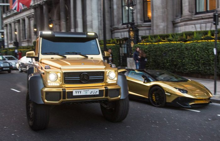 1459318493_gold_supercars_01